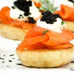 11-Blinis de Salmon Defumado com Caviar